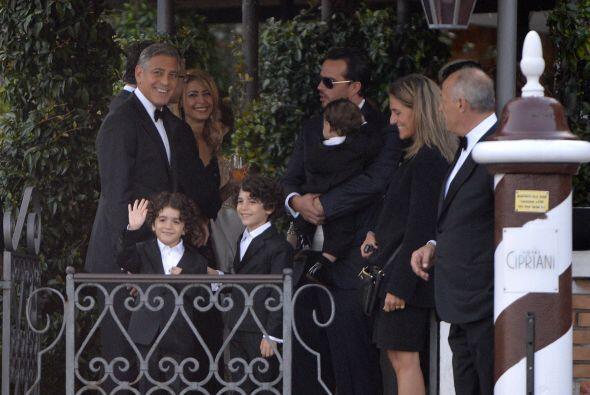 A diferencia de otras celebridades, Clooney anunció orgulloso su boda, e...