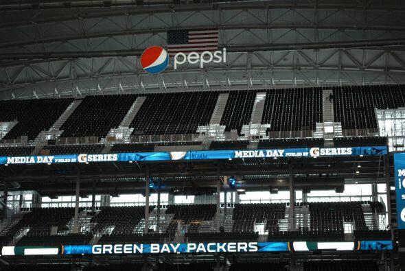 Minetras tanto, el Cowboys Stadium impresionaba por su estructura a los...