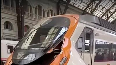 En fotos: El choque de un tren dentro de una estación en Barcelona, España