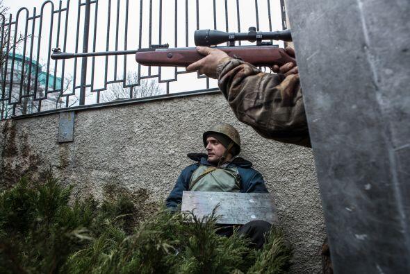 Los francotiradores del gobierno que disparaban contra los manifestantes...