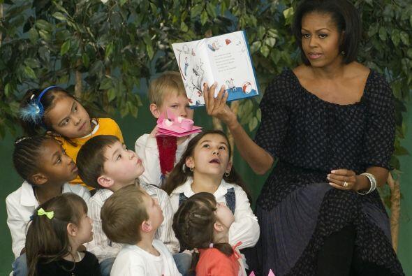 Los pequeños disfrutaron las visitas y escucharon con atención las lectu...