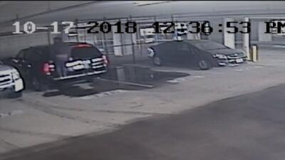 En video: así operan delincuentes que roban camionetas en complejos de apartamentos en Dallas