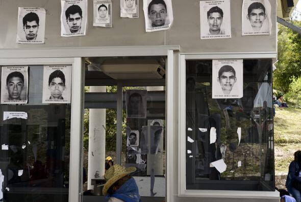 Ecapuchados tomaron la sede del gobierno municipal en Iguala y lla del p...
