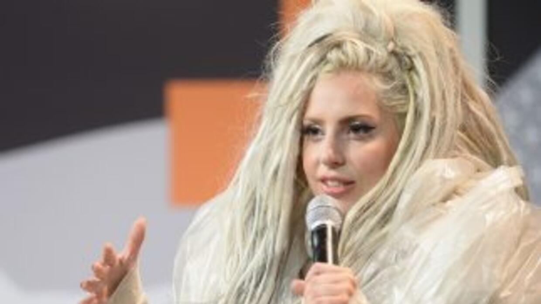 Lady Gaga se presentó en el festival SXSW ante más de dos mil fans.