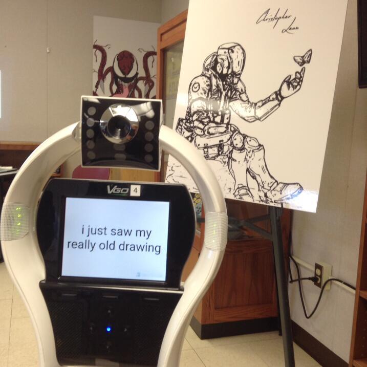 El robot VGo usado por Christopher León y uno de sus dibujos