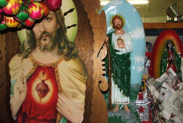 Y cuadros o imágenes religiosas para el hogar.