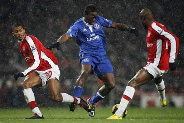 El Arsenal recibió al Everton bajo la nieve.