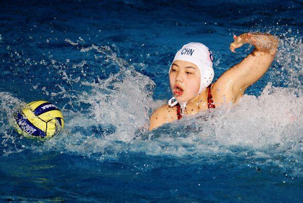 Ao Gao, deportista que representa a China en waterpolo, generó un par de...