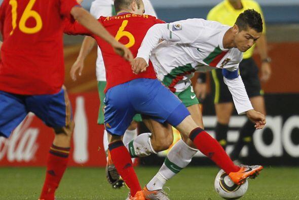 La defensa española le hizo doble marcación en las pocas ocasiones que t...