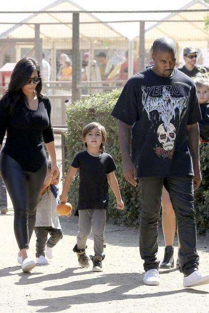 Liderados por Kim y Kanye el clan se enfiló a buscar la tradicional cala...