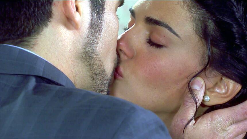 ¿Pedro y Fiorella podrán olvidarse de su amor? 0C42A8BA394541C2A61AAB674...