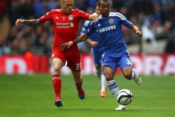 El partido arrancó con todo, ambos equipos salieron al ataque.