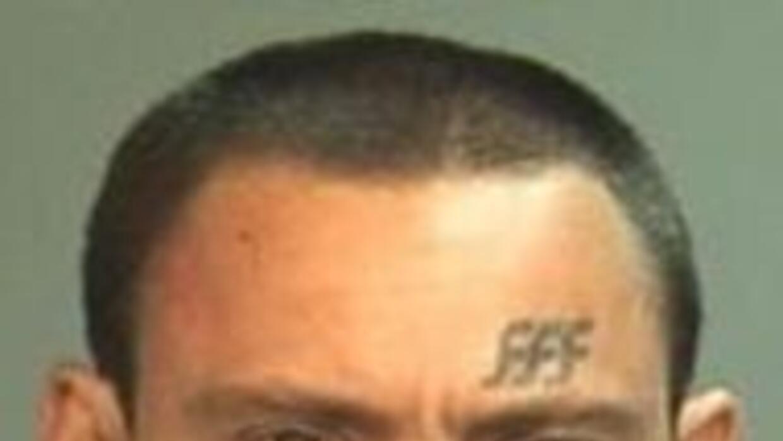 Arrestan a hombre que se masturbaba frente a autopista de Los Angeles f5...