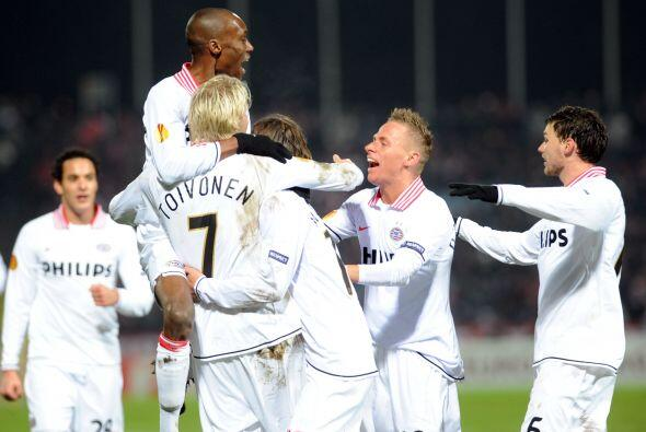 Pero no podían descartar el buen juego del PSV, que reaccionó con un gol...