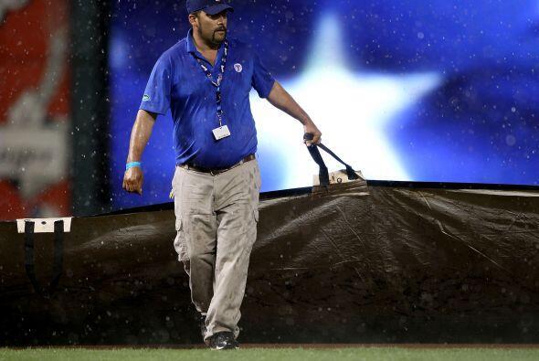 Sin embargo, la lluvia no fue impedimento para que Texas se acercara a s...