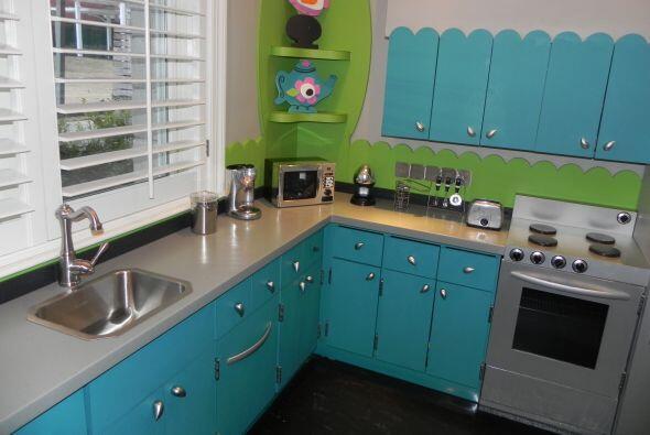 """Un cocina """"de verdad"""", en miniatura, donde los nenes preparan comidas pa..."""
