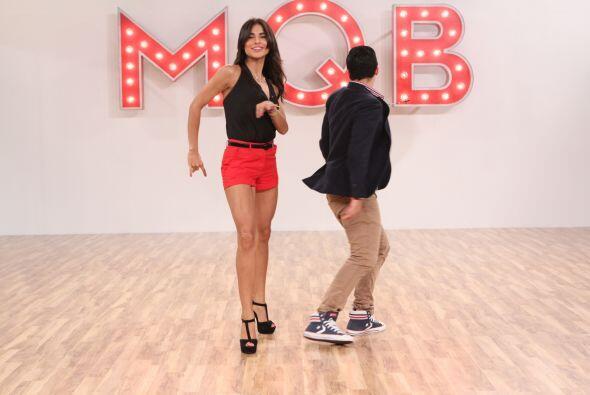 Pero su mayor reto de baile fue enseñar a bailar a Alejandra, cuando se...