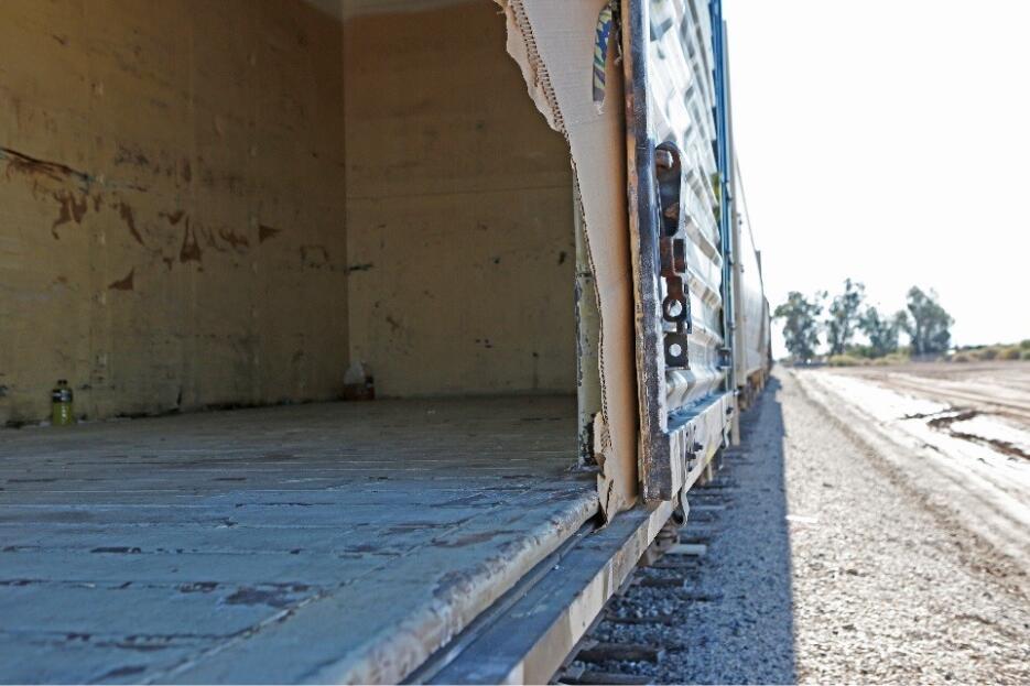 Uno de los vagones donde la Patrulla Fronteriza descubrió a 44 inmigrant...