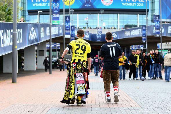 Y poco a poco todos se fueron juntando en el interior del estadio.
