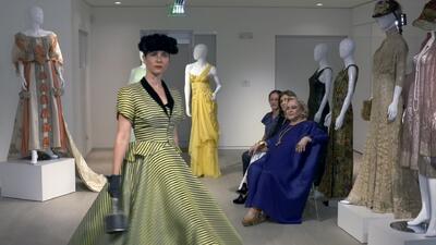 Trajes con historia, la mujer que conserva más de dos mil vestidos y accesorios originarios desde el siglo XIV hasta la actualidad