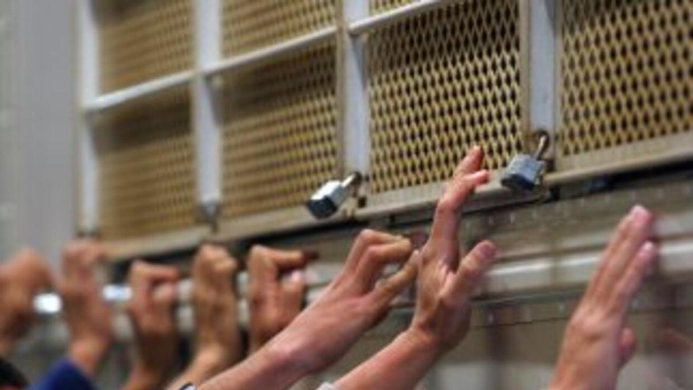La mayoría de los detenidos tenía prontuario criminal u orden de deporta...