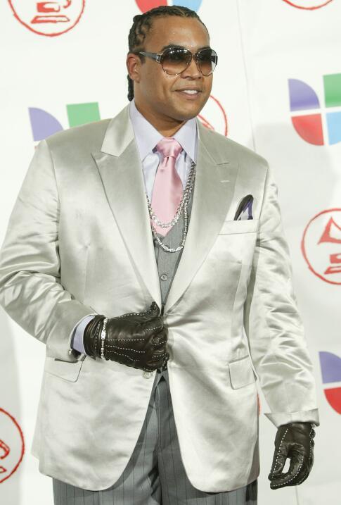 Con una explosiva carrera musical el año 2004 Don Omar fue detenido por...