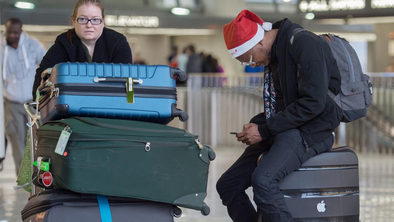 Un pasaporte válido es suficiente para abordar un vuelo de salida de Est...