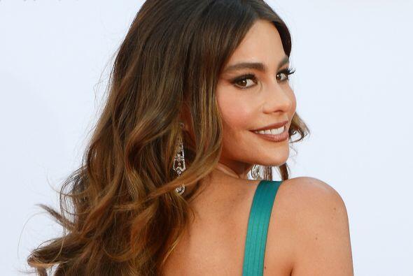 Sofía regresa a la alfombra roja de los Premios Emmy. Mira aqu&ia...