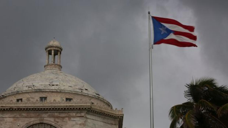 Bandera Puerto Rico y Capitolio