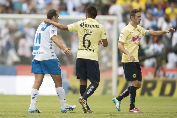 En estos minutos el 10 del Puebla intentó y luchó por meter a su equipo...