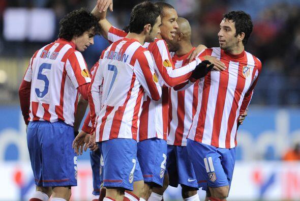 Alvaro Soto puso el 2-0 en un duelo dominado con lo mínimo por los españ...