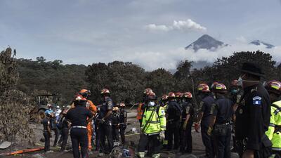 En fotos: El encuentro con familiares calcinados por la devastación que dejó el volcán de Fuego de Guatemala