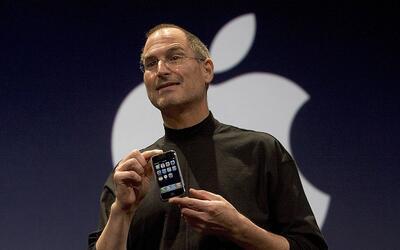 El fallecido CEO de Apple, Steve Jobs, mostró el 9 de enero de 20...