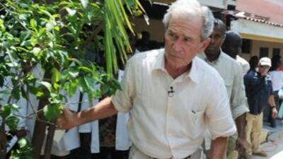 El ex presidente de EU. George W. Bush realizó una breve visita a Haití.
