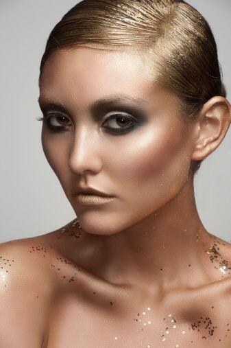 ¡El 'glamour' es fácil de conseguir! Un maquillaje bronceador con sombra...