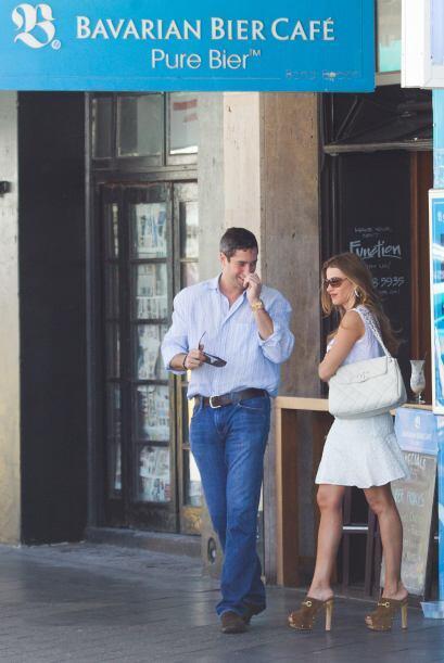 También ha aprovechado el calorcito de Australia para pasear con su novi...