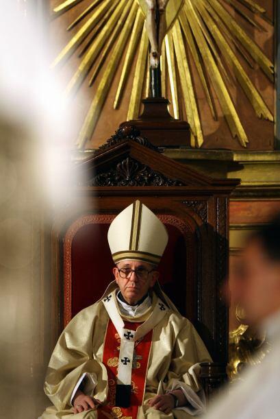 Bergoglio encabezó manifestaciones, movilizó a los sacerdotes en defensa...