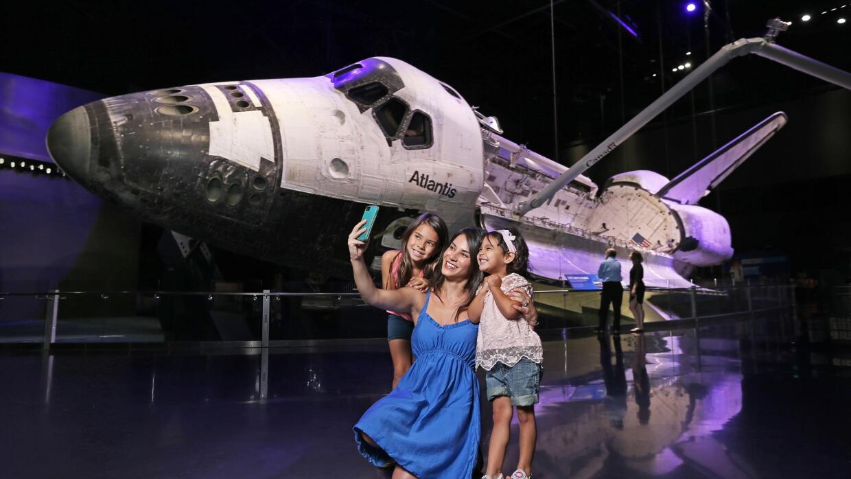 Kennedy Space Center Shuttle Atlantis (Peter W. Cross)