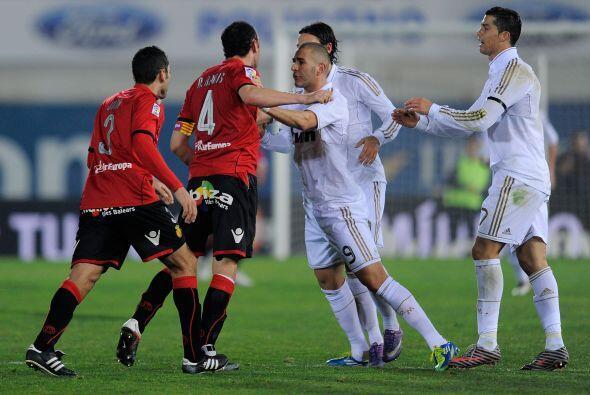 Al final del partido hubo empujones entre algunos jugadores. Los del Mal...