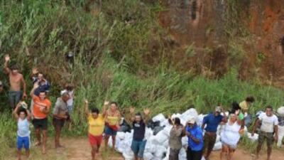 El número de muertos por los deslizamientos de tierra causados por un te...