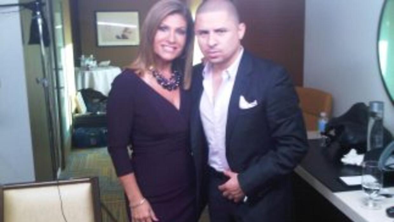 Larry Hernández junto a la periodista Teresa Rodríguez, con quien habló...