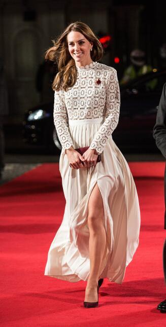 Otra opción sería este vestido blanco que Kate Middleton portó para la p...
