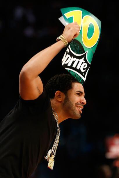 El rapero Drake vino directamente desde su tierra natal, Canadá, a mostr...