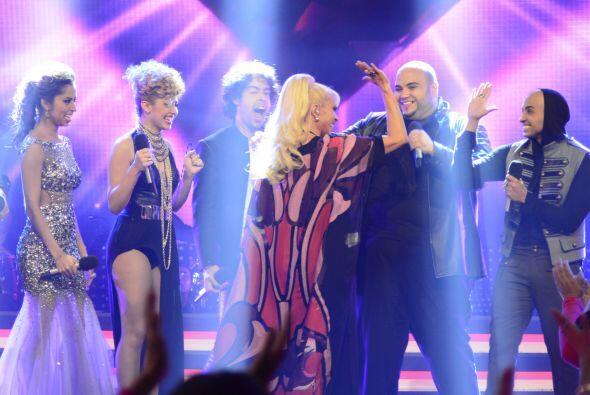 Aunque al final Yuri los eligió para cantar con ella uno de sus grandes...