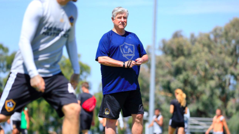 Sigi Schmid dirigió este jueves el entrenamiento de LA Galaxy.