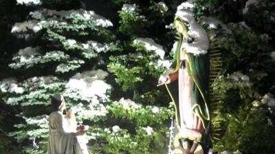 Miles de fieles de Chicago acuden al cerrito de Des Plaines para honrar a la Virgen de Guadalupe