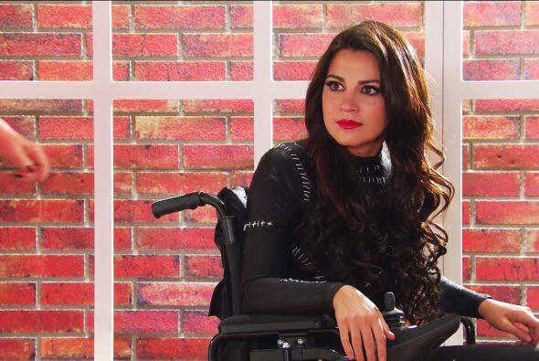 Aún estando en una silla de ruedas sin poder caminar, su belleza no se e...