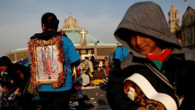 Con sacrificios, ofrendas y de rodillas, los católicos celebran a la Virgen de Guadalupe en la Ciudad de México (fotos)