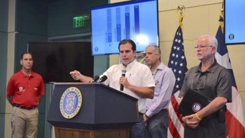 El gobernador Ricardo Rosselló anunció un plan para energi...