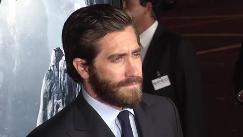 Jake Gyllenhaal se luce en estreno de Everest
